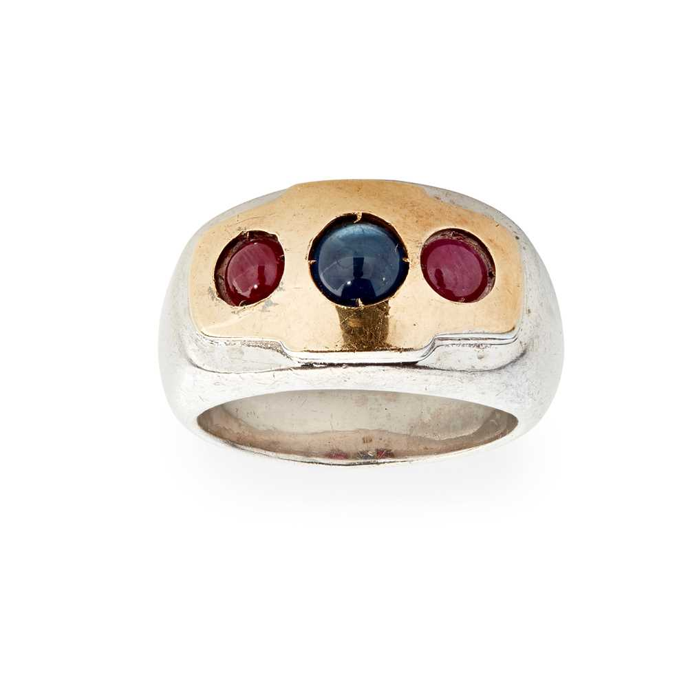 Lot 53 - A sapphire and ruby set three stone ring