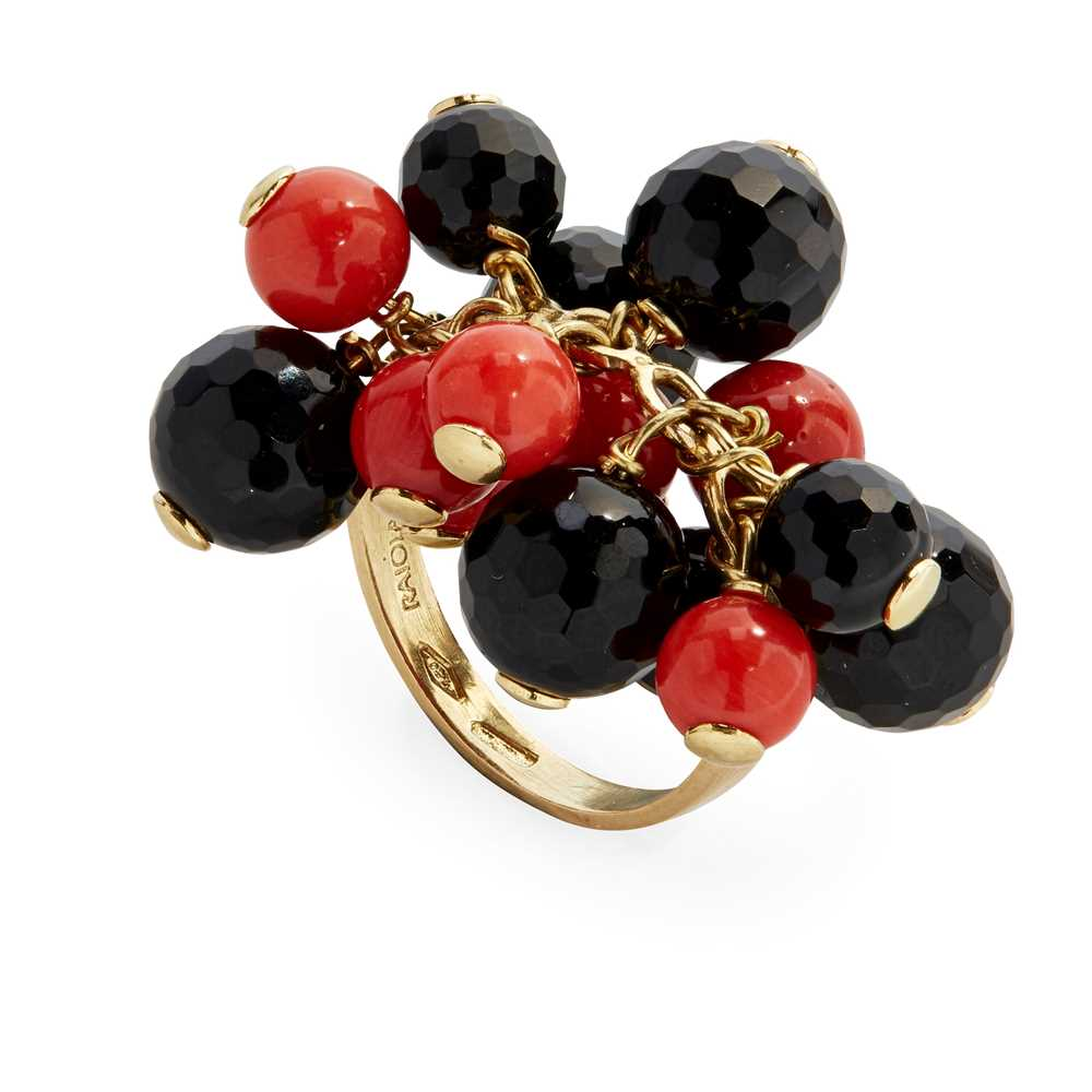 Lot 29 - A coral and onyx bead ring, Raiola
