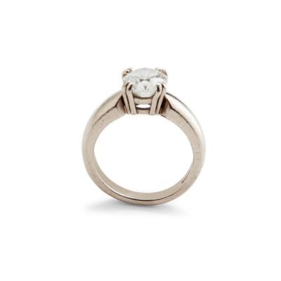 Lot 59 - A single stone diamond ring