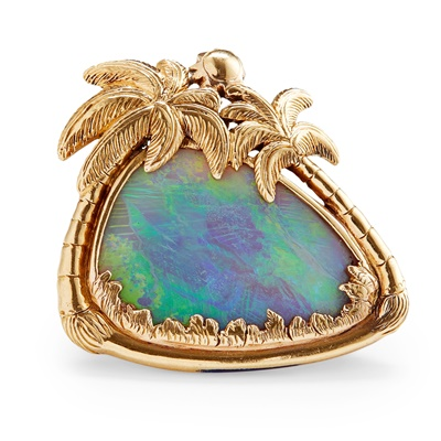 Lot 41 - An 18ct gold black opal pendant