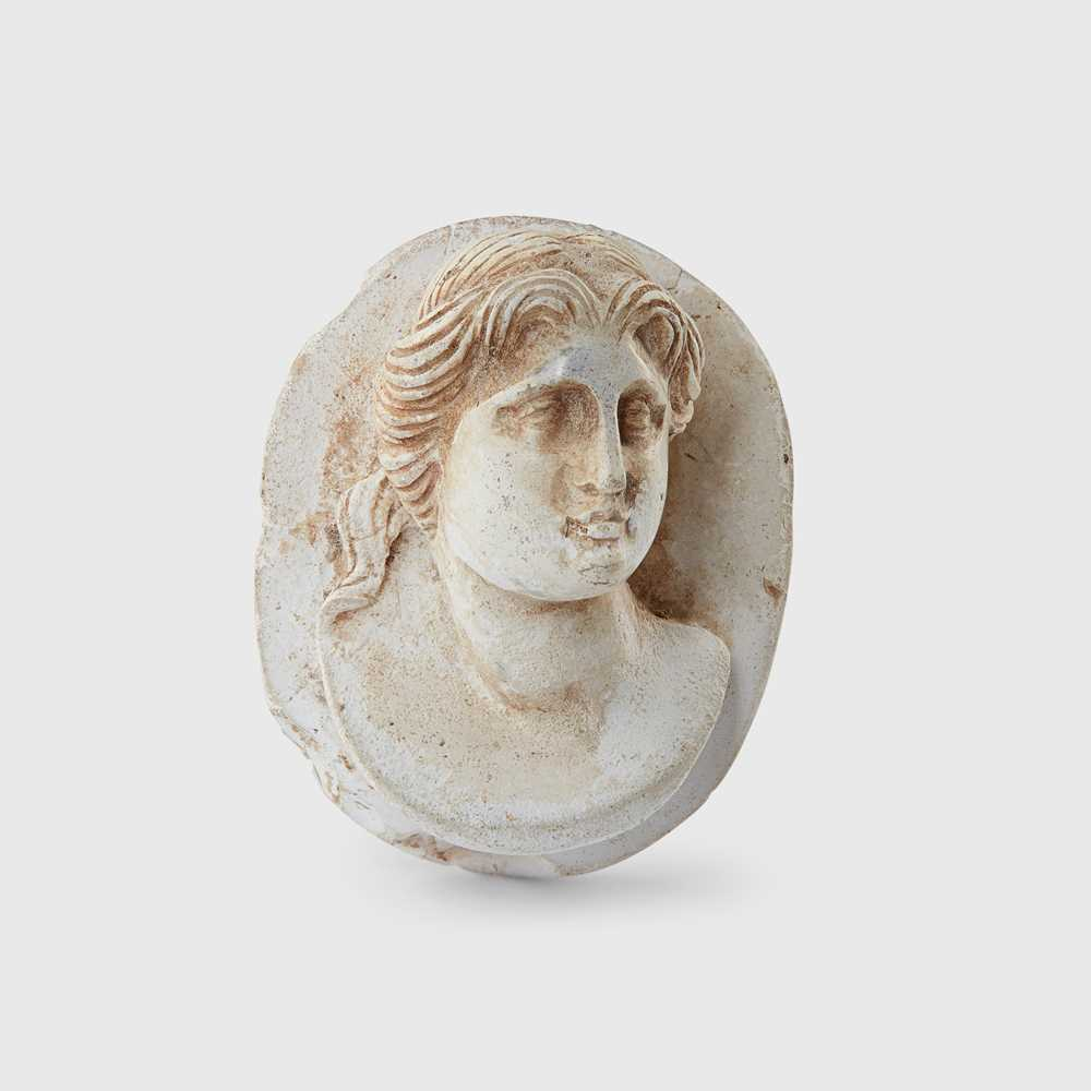 Lot 79 - ROMAN CAMEO PORTRAIT BUST OF A FEMALE