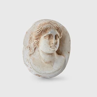 Lot 79 - ROMAN CAMEO PORTRAIT BUST OF A FEMALE
