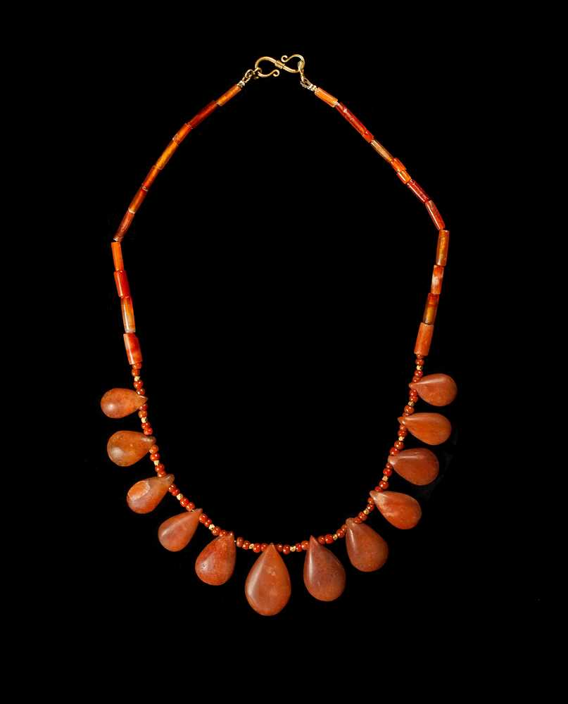 Lot 42 - ANCIENT EGYPTIAN TEARDROP NECKLACE