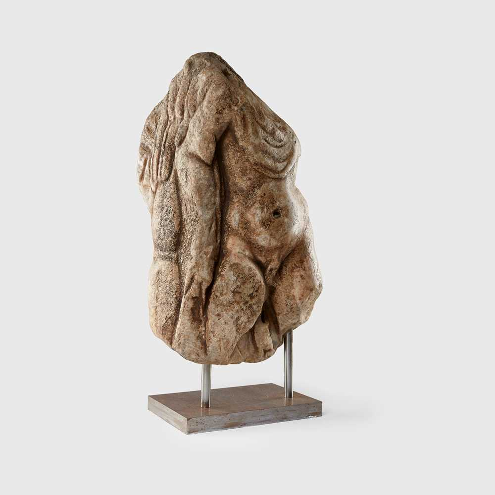 Lot 82 - ROMAN SARCOPHAGUS CORNER FRAGMENT OF HERCULES