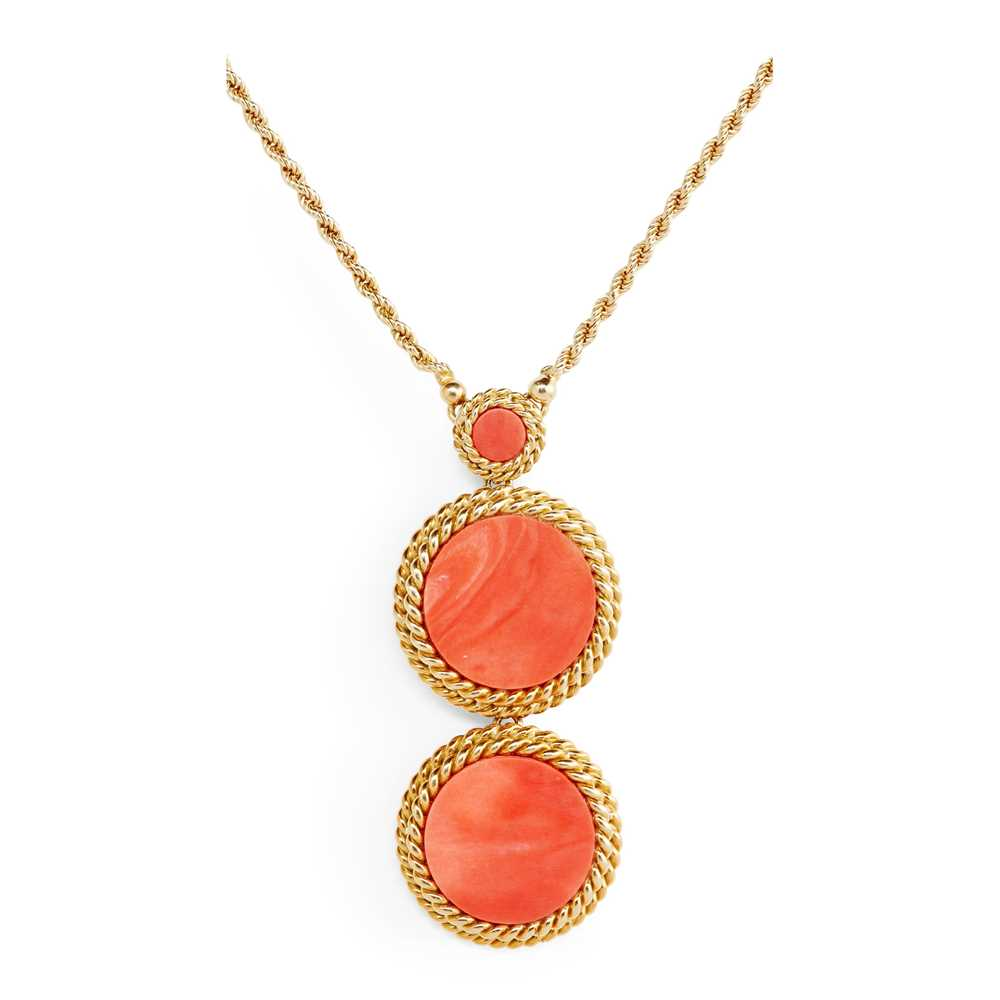Lot 30 - An 18ct gold coral set necklace