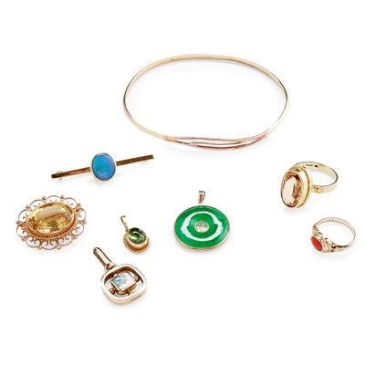 Lot 140 - A collection of gold and gem set jewellery