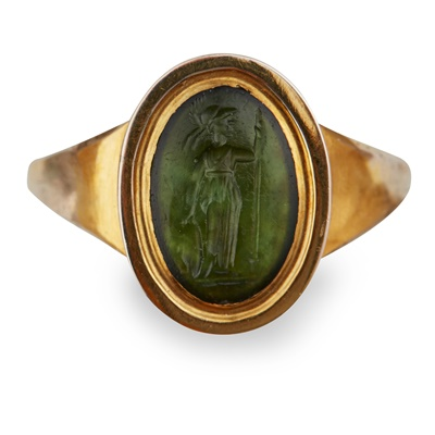 Lot 119 - A gold mounted intaglio ring