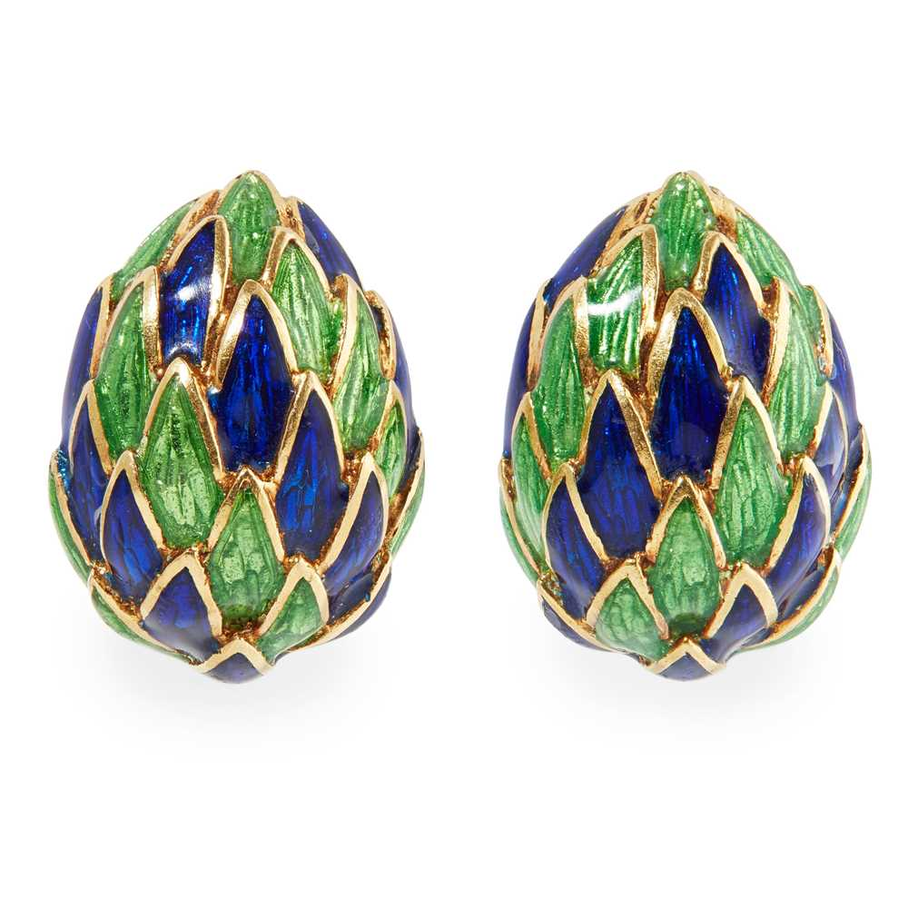 Lot 46 - A pair of French enamelled ear clips