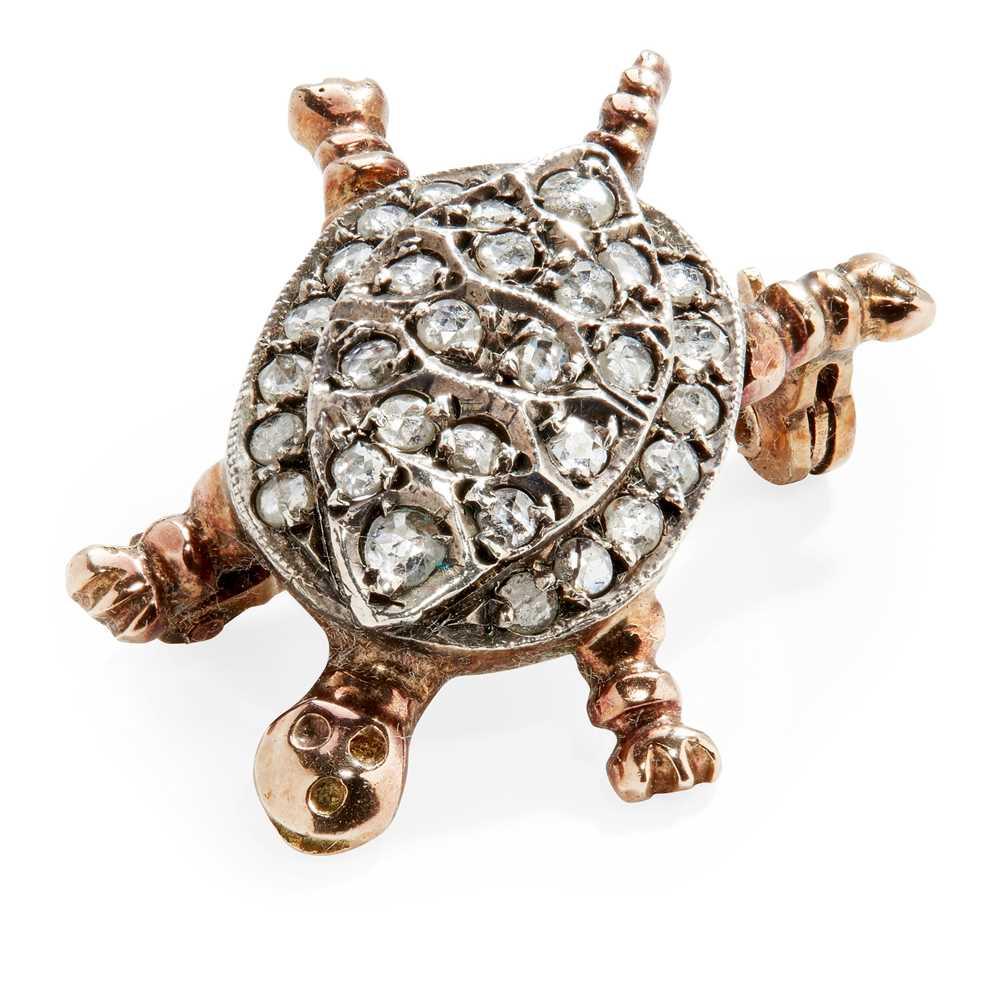 Lot 34 - A diamond set novelty brooch