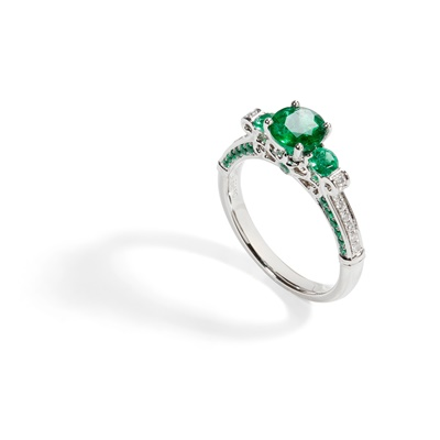 Lot 90 - A three stone emerald ring