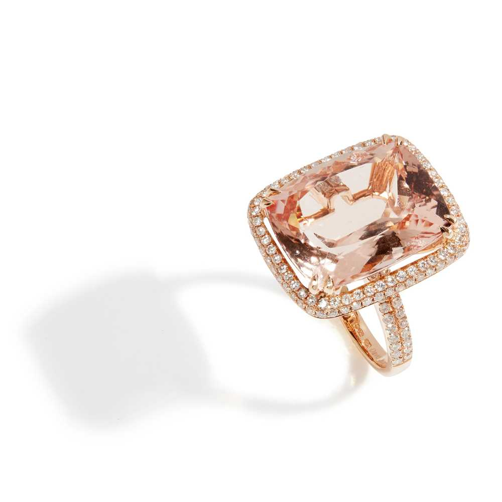 Lot 54 - A morganite and diamond set cocktail ring