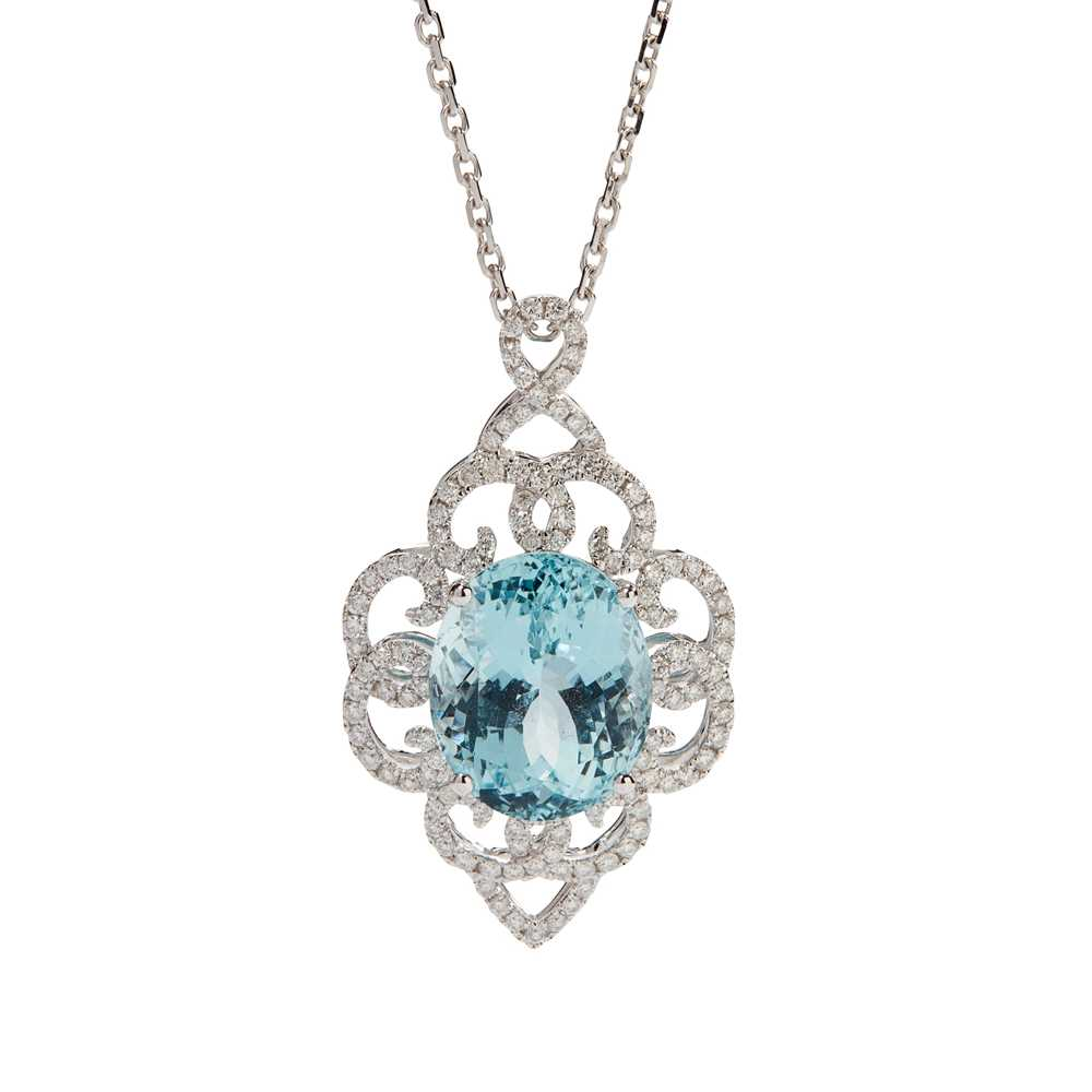 Lot 19 - An aquamarine and diamond set pendant
