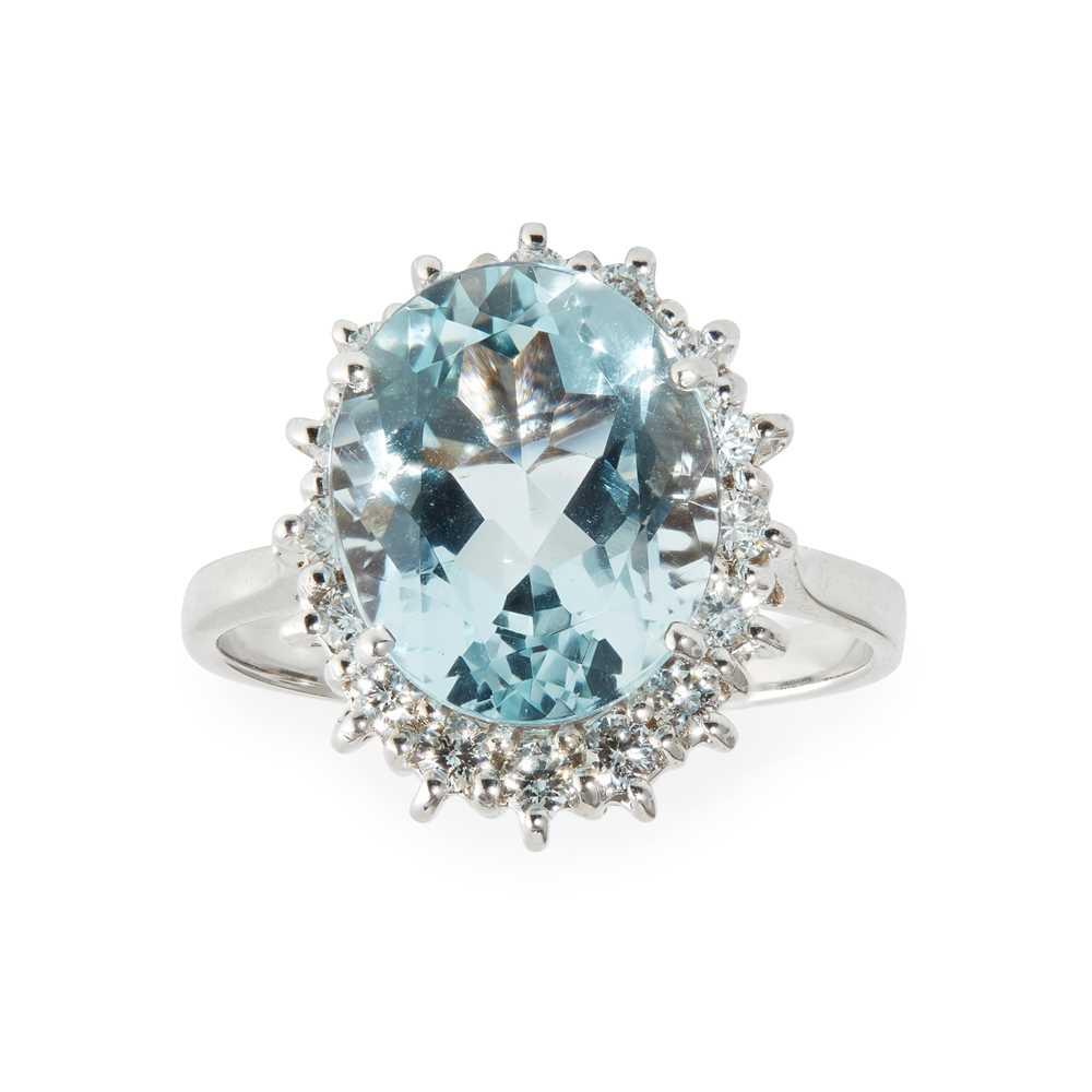Lot 72 - An aquamarine and diamond set cluster ring