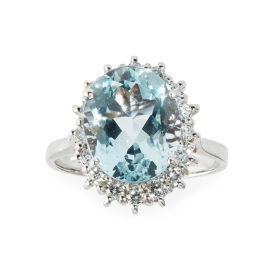 Lot 72 - An aquamarine and diamond set cluster ring