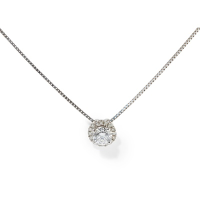 Lot 77 - A diamond set pendant necklace