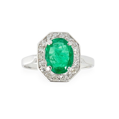 Lot 66 - An emerald and diamond set ring