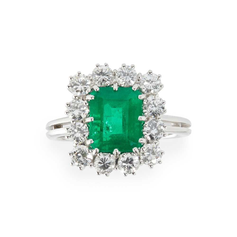 Lot 68 - A Colombian emerald and diamond set cluster ring