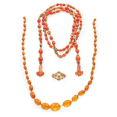 Lot 164 - A carnelian bead necklace, attributed to Esther Eyre