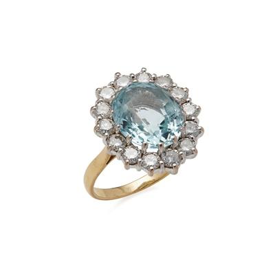 Lot 74 - An aquamarine and diamond set cluster ring