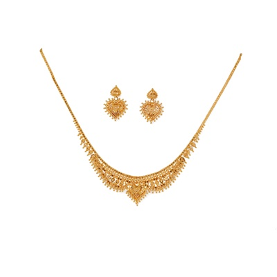Lot 109 - An eastern necklace and matching earrings