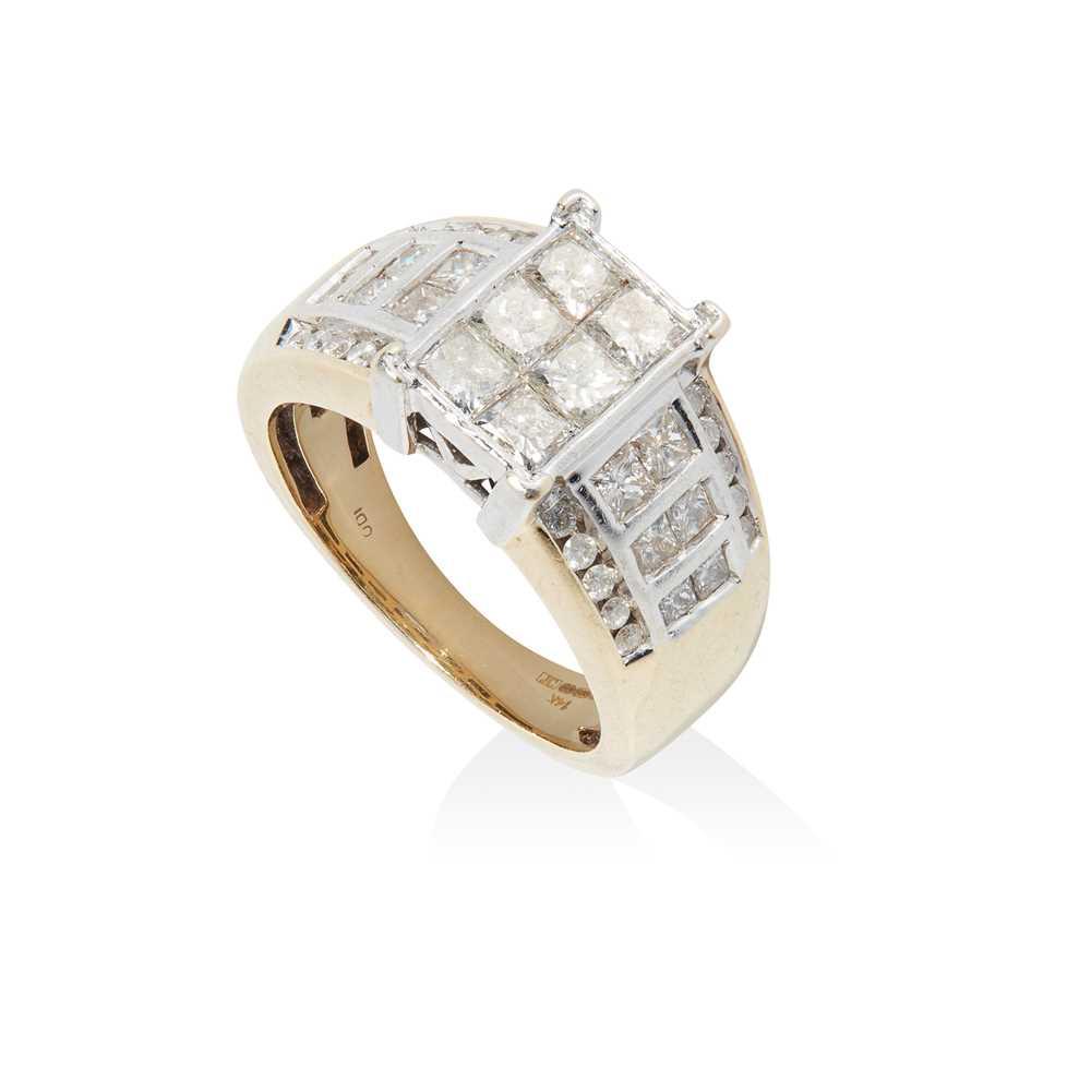 Lot 79 - A diamond dress ring