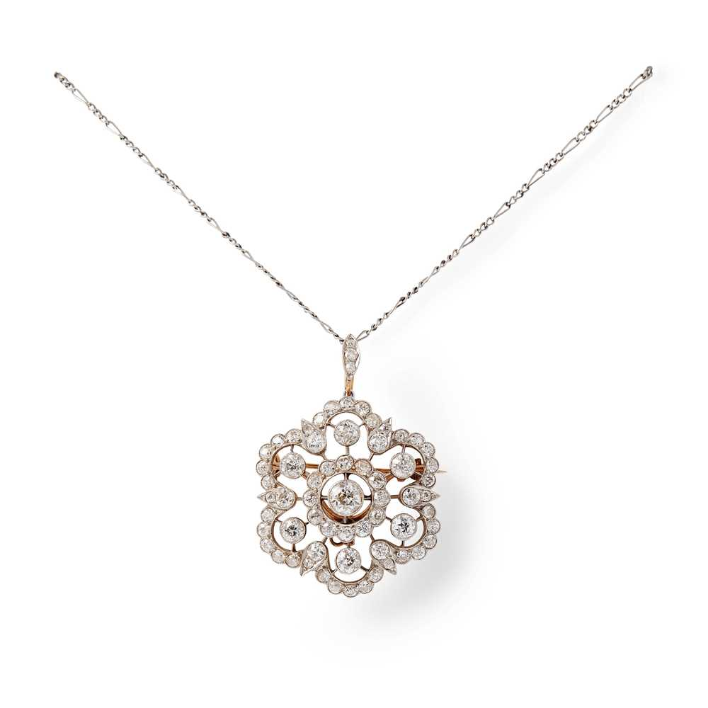 Lot 92 - An early 20th century diamond pendant/brooch