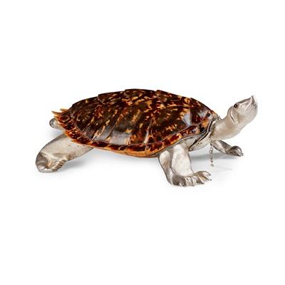 Lot 338 - A continental tortoiseshell table snuff box