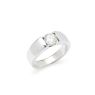 Lot 82 - A single stone diamond ring