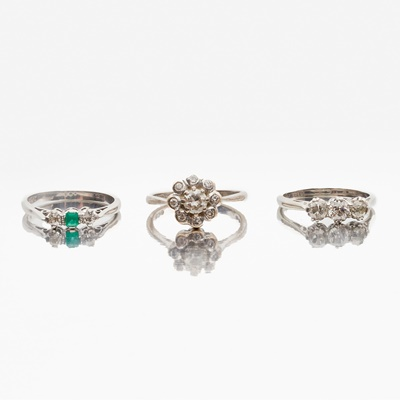 Lot 117 - A collection of three rings