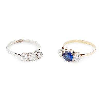 Lot 116 - A three-stone diamond ring