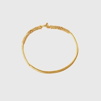Lot 113 - CELTIC GOLD BANGLE
