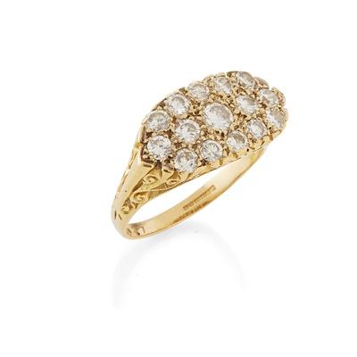 Lot 45 - A diamond set cluster ring