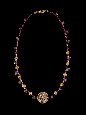 Lot 90 - BYZANTINE AMETHYST NECKLACE WITH GOLD OPENWORK PENDANT