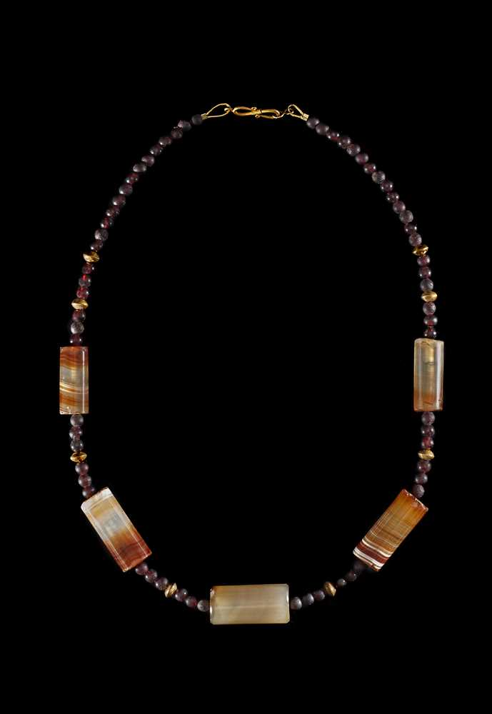 Lot 30 - HELLENISTIC GARNET, AGATE AND GOLD BEAD NECKLACE