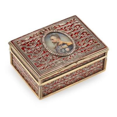 Lot 184 - A LATE 19TH CENTURY GERMAN SILVER GILT, ENAMEL AND DIAMOND SET TABLE SNUFF BOX