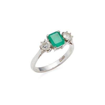 Lot 102 - An emerald and diamond three stone ring