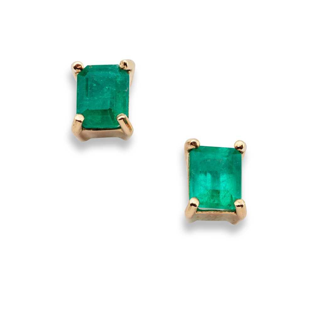 Lot 96 - A pair of emerald earrings