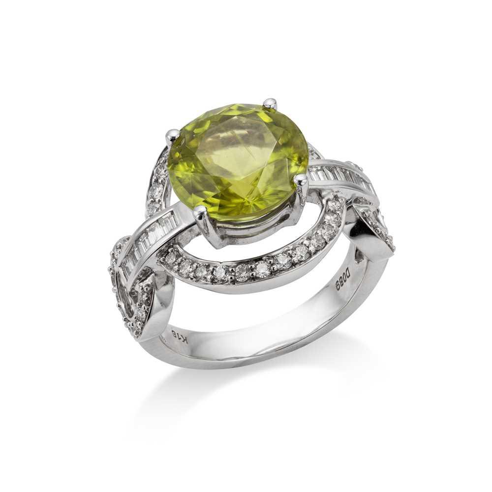 Lot 39 - A peridot and diamond dress ring