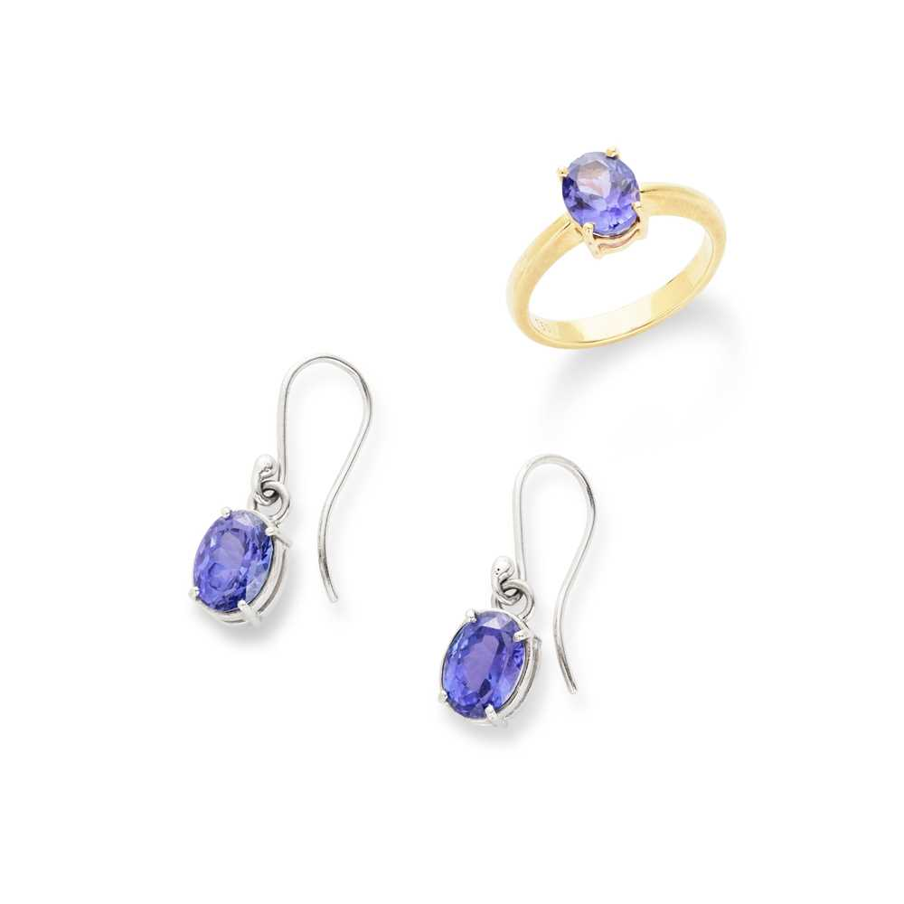 Lot 77 - A tanzanite single-stone ring and pair of earrings