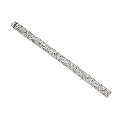 Lot 29 - A diamond bracelet