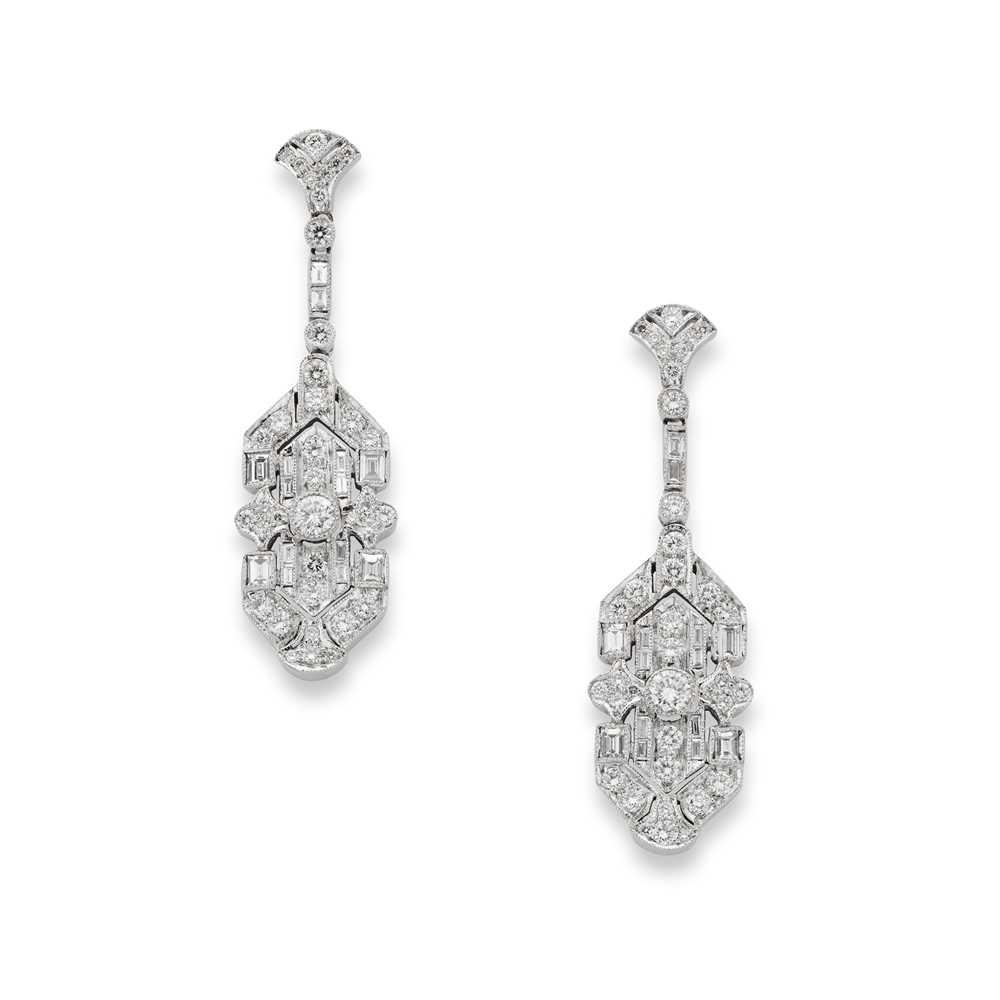 Lot 9 - A pair of diamond pendent earrings