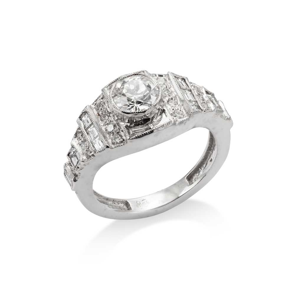 Lot 33 - A diamond-set band ring