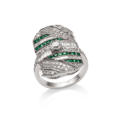 Lot 61 - An emerald and diamond dress ring