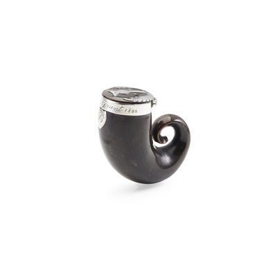 Lot 113 - A CURLY HORN SNUFF MULL