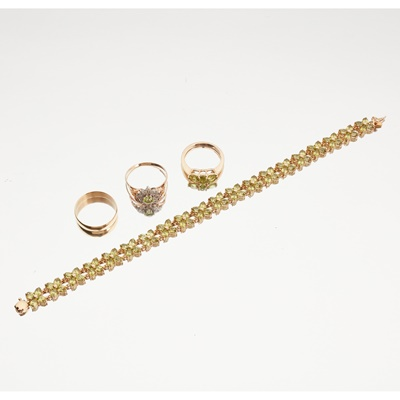 Lot 118 - A collection of 9ct gold peridot set jewellery