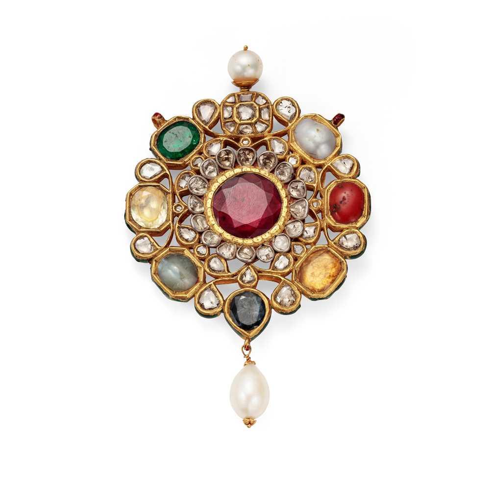 Lot 51 - An Indian gem-set Navaratna pendant