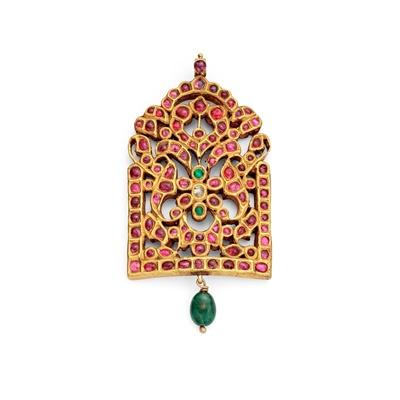 Lot 71 - An Indian gem-set pendant