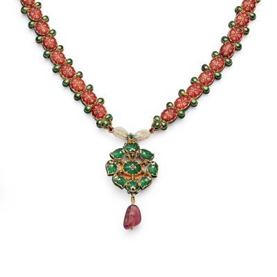 Lot 50 - An Indian Navaratna pendant necklace