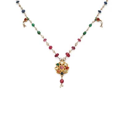 Lot 73 - An Indian Navaratna pendant necklace