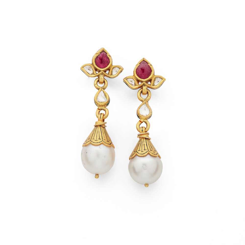 Lot 75 - A pair of Indian gem-set pendent earrings